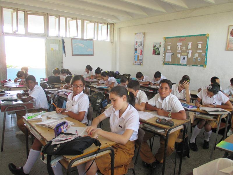Estudiantes de noveno grado consolidan conocimientos para los exámenes finales