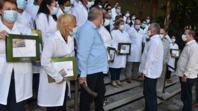 Intercambia Díaz-Canel con brigadas que combatieron la pandemia en Kuwait y Togo
